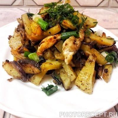 Жареная картошка с курицей и грибами - рецепт с фото
