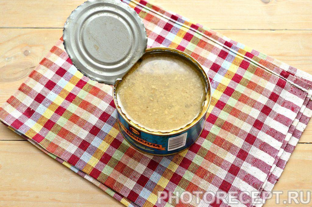 Фото рецепта - Рыбные котлеты из консервов - шаг 1