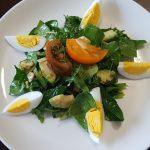 Салат из авокадо и шпината