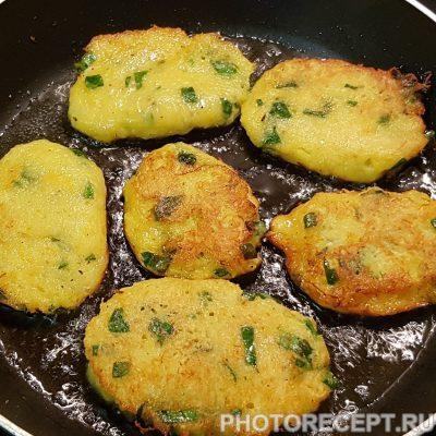 Фото рецепта - Драники со шпинатом по-украински - шаг 4