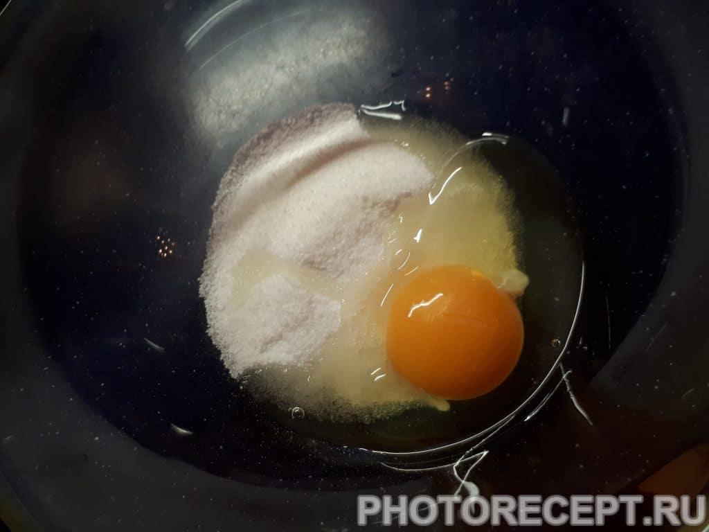 Фото рецепта - Бездрожевые оладьи на кефире - шаг 1
