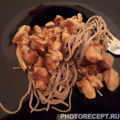 Курица тушеная с орешками - рецепт с фото