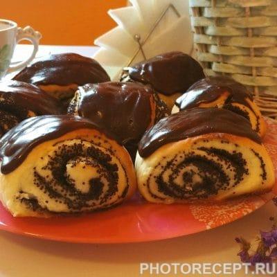 Булочки с маком и шоколадной глазурью - рецепт с фото