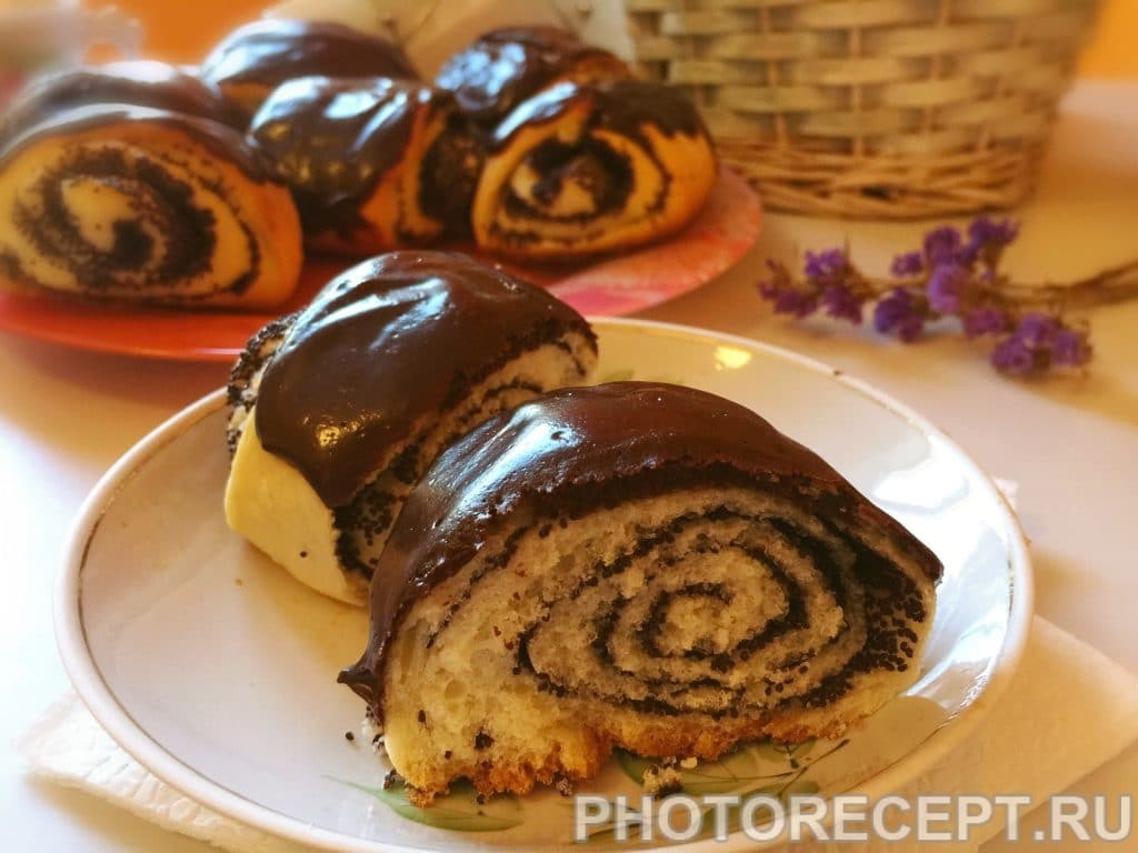 Фото рецепта - Булочки с маком и шоколадной глазурью - шаг 14