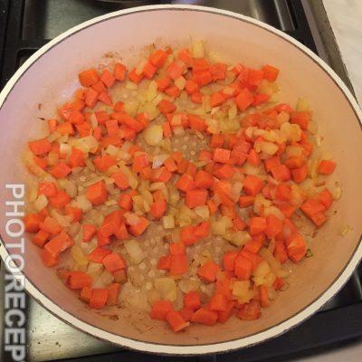 Фото рецепта - Щи из свежей капусты с фрикадельками - шаг 2