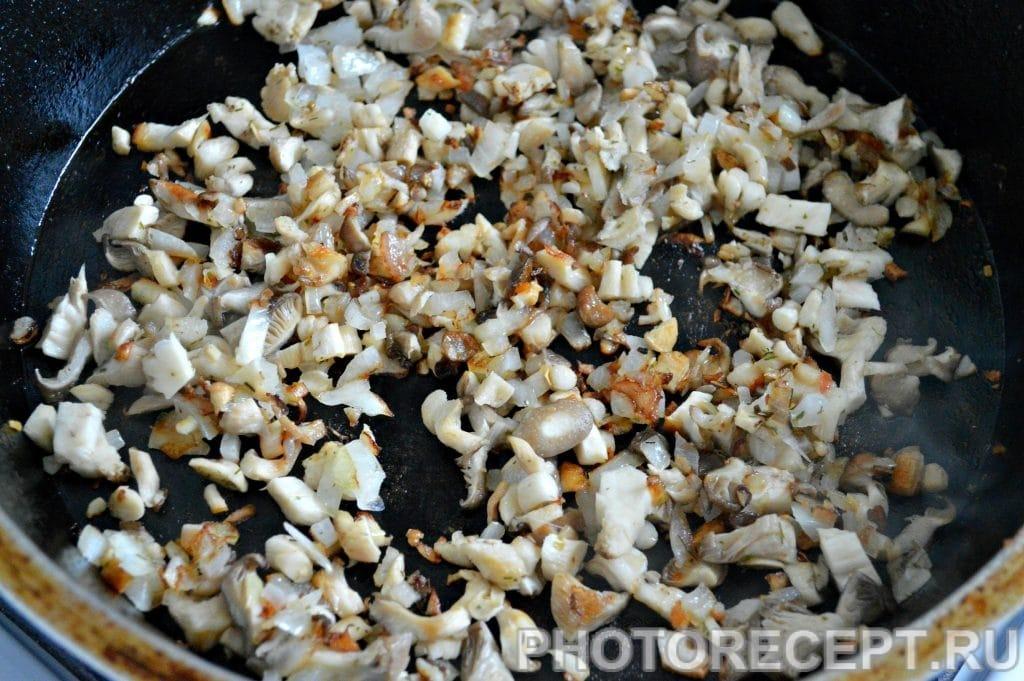 Фото рецепта - Фрикасе из курицы с грибами - шаг 4