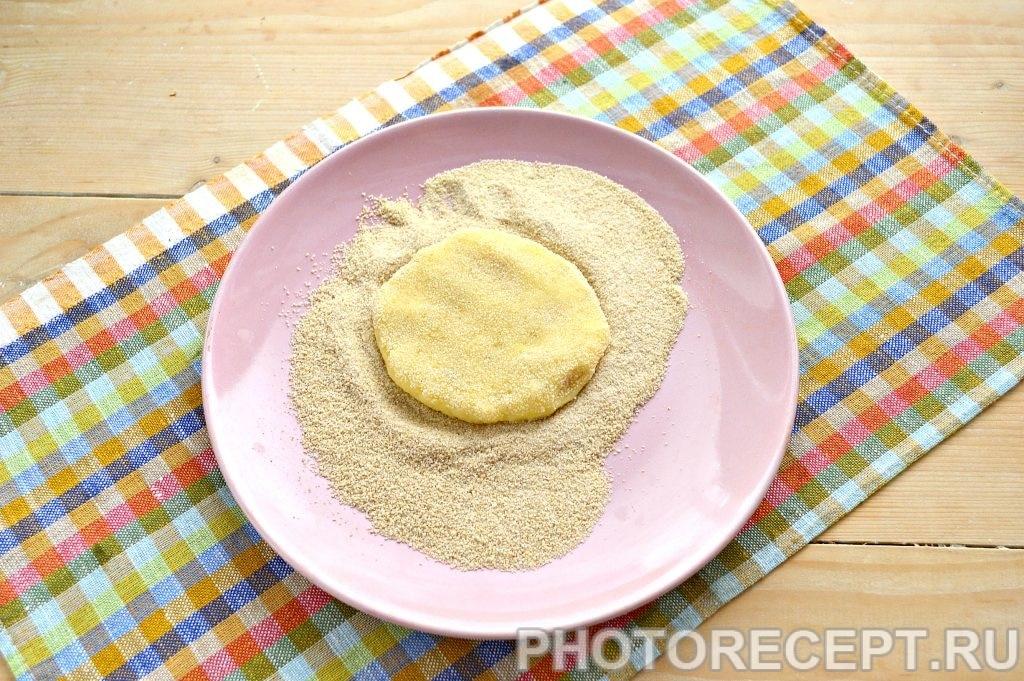Фото рецепта - Картофельные котлеты в панировке - шаг 5
