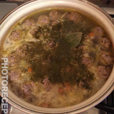 Фото рецепта - Щи из свежей капусты с фрикадельками - шаг 5