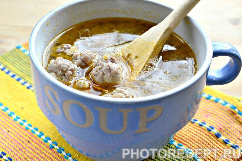 Фото рецепта - Куриный бульон с фрикадельками - шаг 6