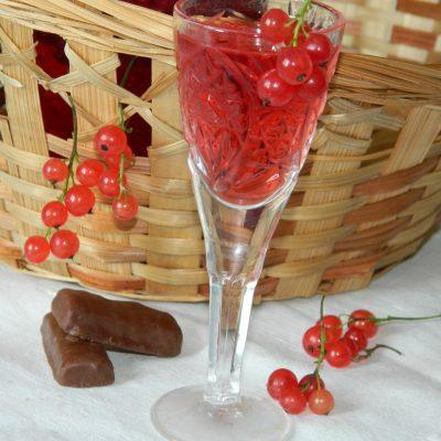 Настойка на водке из красной смородины - рецепт с фото