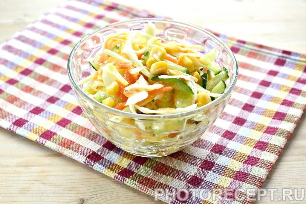 Фото рецепта - Капустный салат с сельдереем и кукурузой - шаг 8