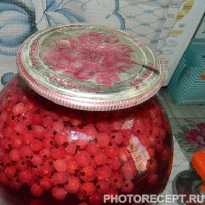 Фото рецепта - Компот из красной смородины на зиму - шаг 6