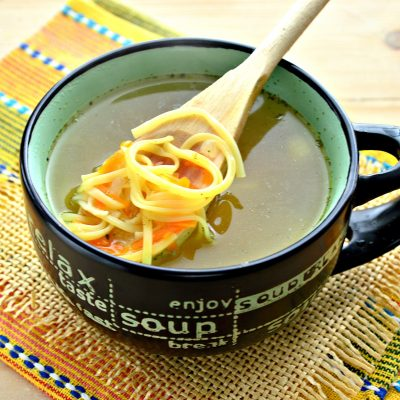 Суп-лапша на курином бульоне - рецепт с фото