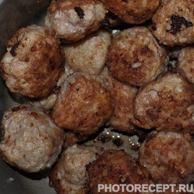Фото рецепта - Тефтели с рисом - шаг 6