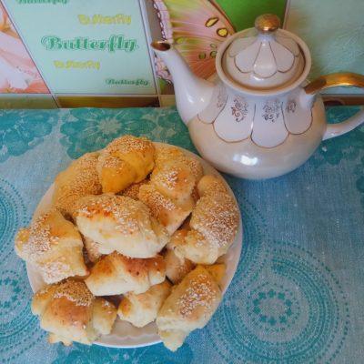 Творожные рогалики с кунжутом - рецепт с фото