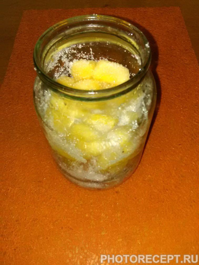 Фото рецепта - Ликер из айвы и ананаса - шаг 3