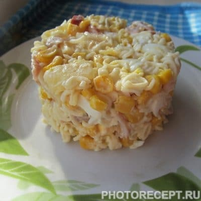 Салат с ананасами, копченой курицей и кукурузой - рецепт с фото
