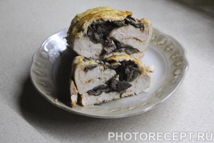 Фото рецепта - Куриный рулет с грибами - шаг 12