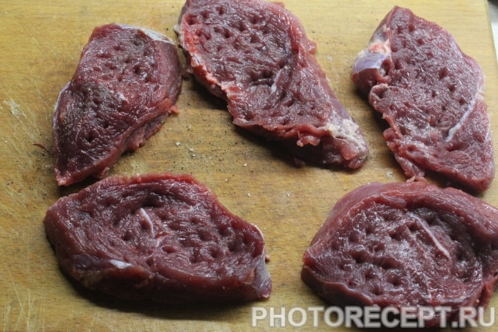 Фото рецепта - Стейк из говядины в винном маринаде - шаг 3