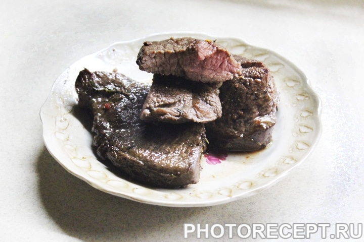 Стейк из говядины в винном маринаде
