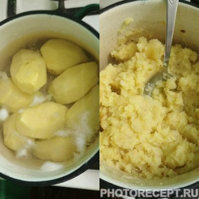 Фото рецепта - Вареники с картошкой и луком - шаг 2