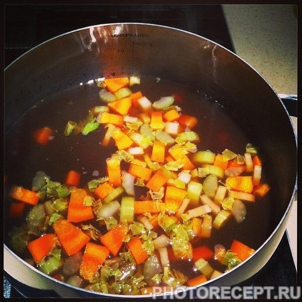 Фото рецепта - Фасолада — греческий фасолевый суп с томатами - шаг 2