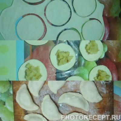 Фото рецепта - Вареники с картошкой и луком - шаг 4