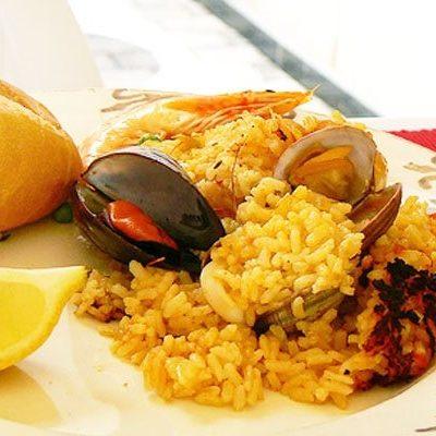 Паэлья (плов) с курицей и морепродуктами на гриле - рецепт с фото