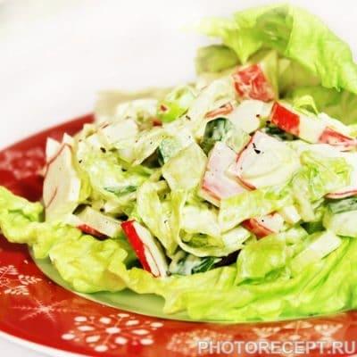 Легкий крабовый салат со свежим огурцом - рецепт с фото