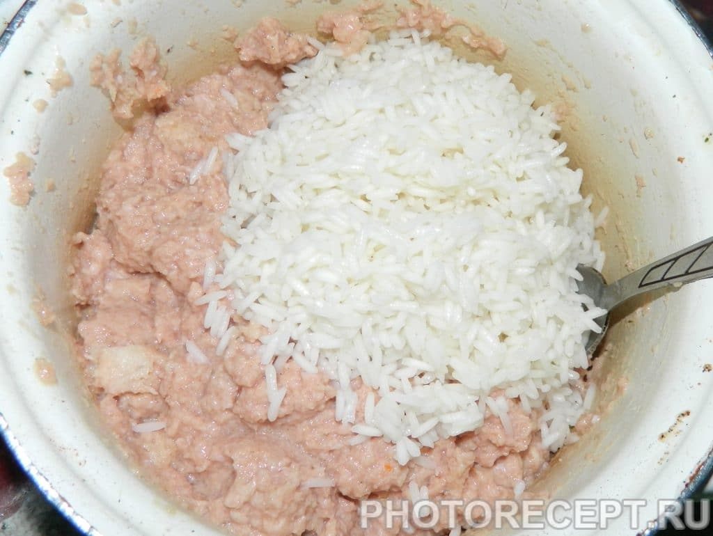 Фото рецепта - Ежики из фарша с рисом - шаг 1