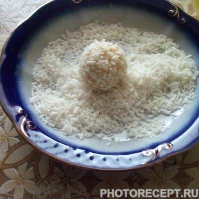 Фото рецепта - Пирожные Рафаэлло за 20 минут - шаг 4