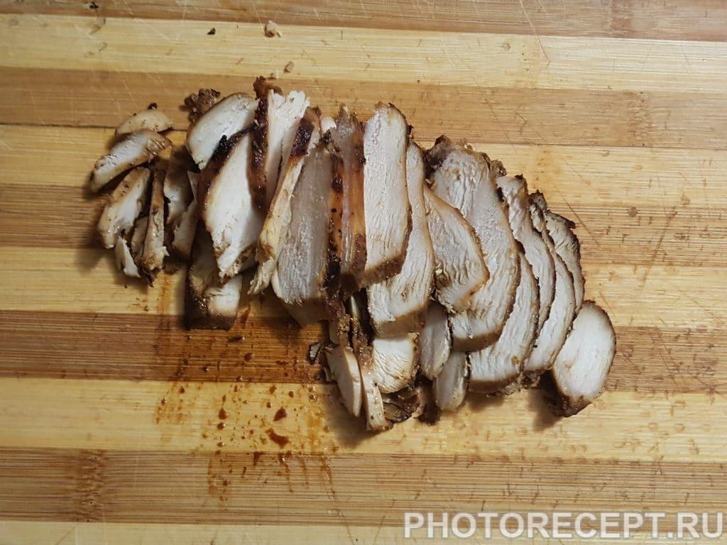 Фото рецепта - Мясной салат с мандаринами и пекинской капустой - шаг 1