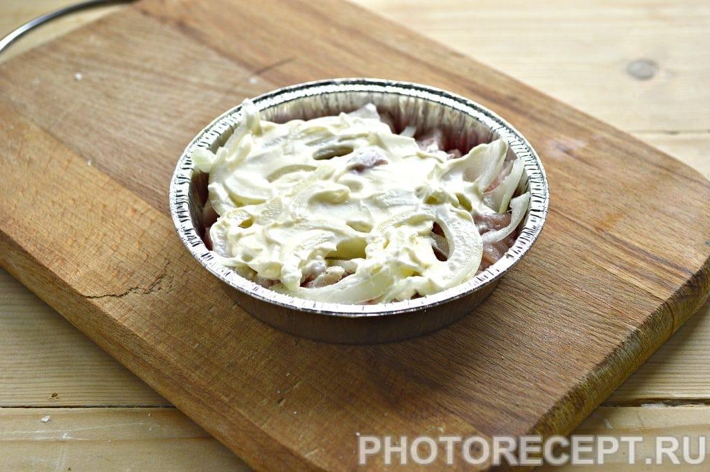 Фото рецепта - Мясо в духовке под сырной корочкой - шаг 4