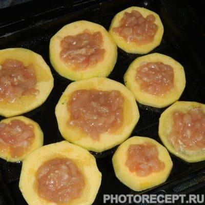 Фото рецепта - Запеченные фаршированные кабачки с куриным филе - шаг 4