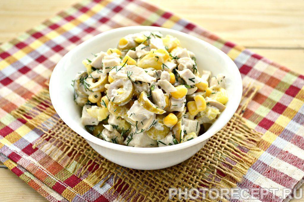 Фото рецепта - Салат с куриной грудкой и оливками - шаг 6
