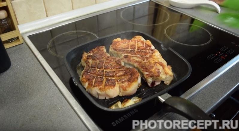 Фото рецепта - Жареный стейк из свинины на гриле - шаг 5
