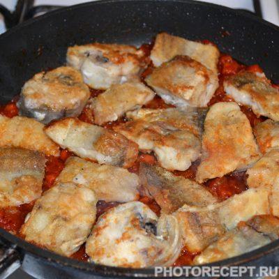Фото рецепта - Тушеная рыба в томатном соусе (как консервы) - шаг 5