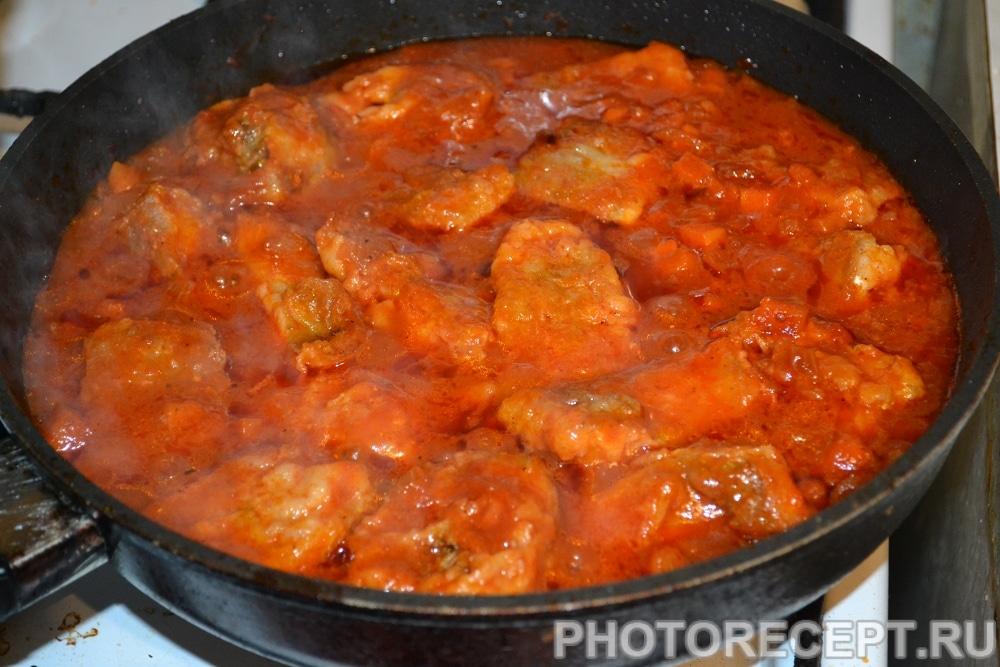Фото рецепта - Тушеная рыба в томатном соусе (как консервы) - шаг 6