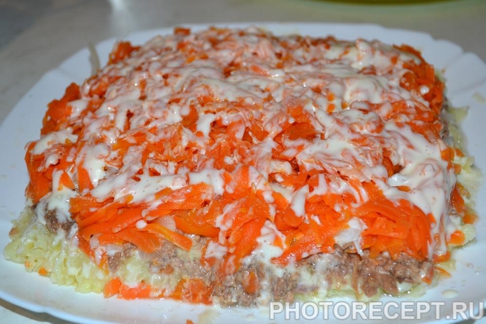 Фото рецепта - Слоеный салат с тунцом «Праздничный» - шаг 4