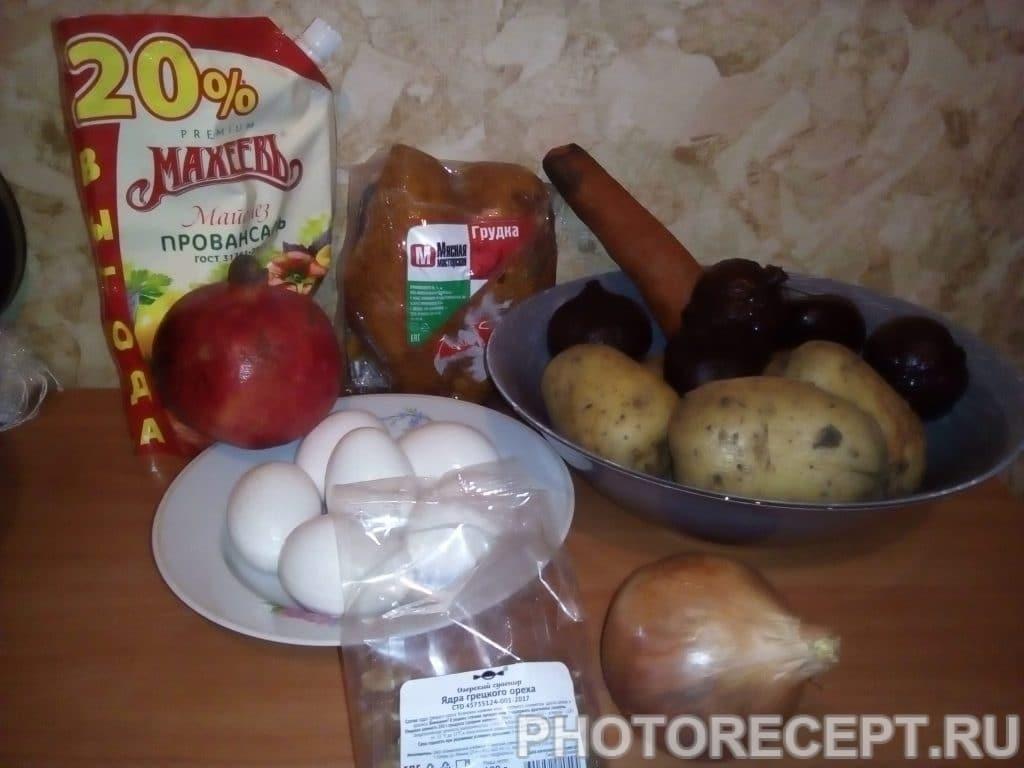 Фото рецепта - Салат из курицы и свеклы «Гранатовый браслет» - шаг 1