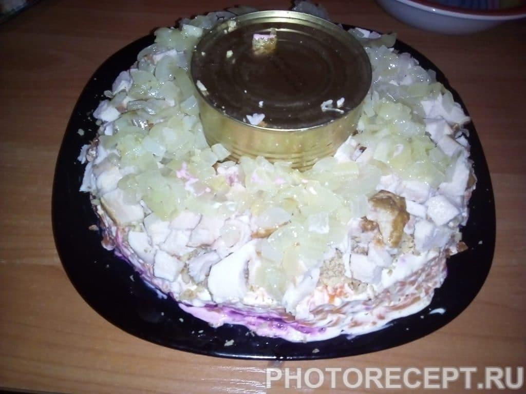 Фото рецепта - Салат из курицы и свеклы «Гранатовый браслет» - шаг 13