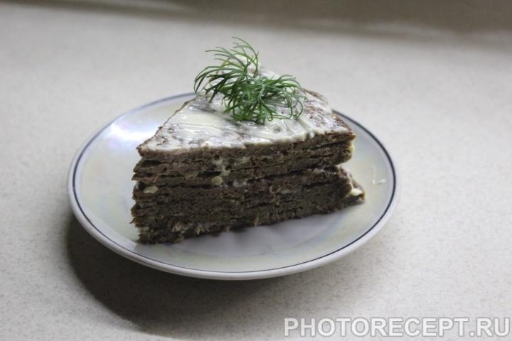 Фото рецепта - Печеночный торт с чесноком - шаг 7
