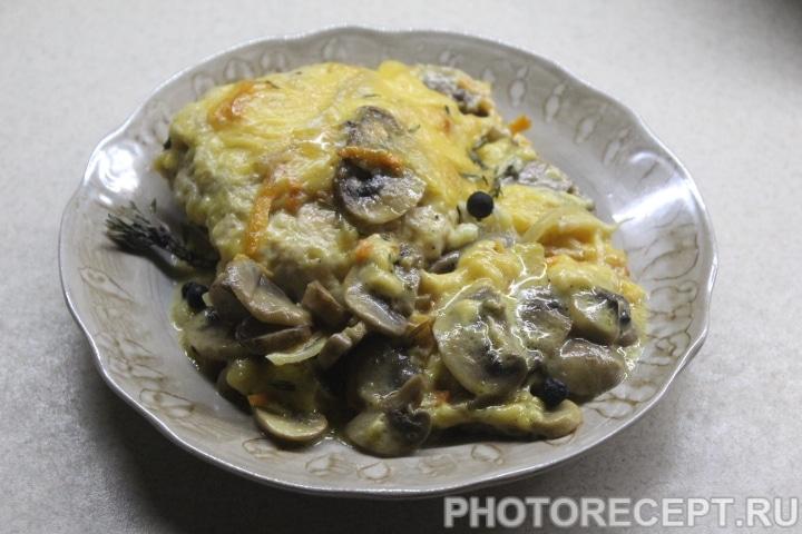 Фото рецепта - Куриные котлеты под грибной сырной шубой - шаг 12
