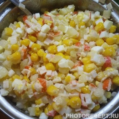 Фото рецепта - Простой крабовый салат с картофелем - шаг 3