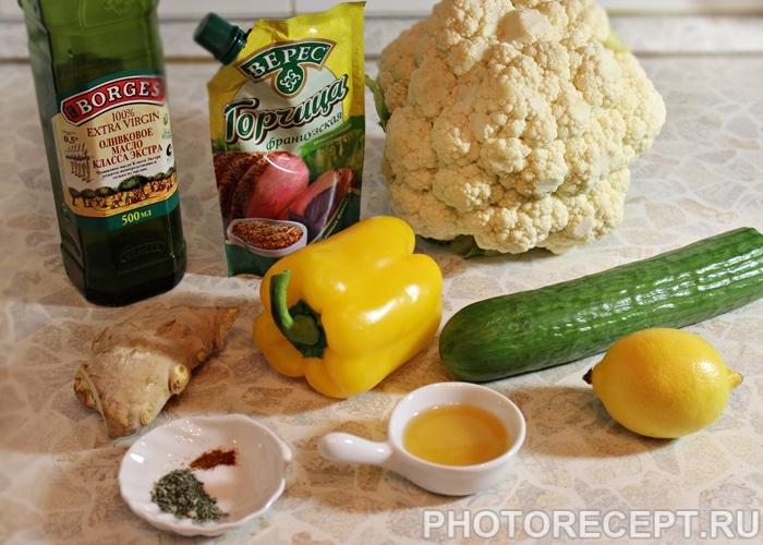 Фото рецепта - Салат из цветной капусты с огурцом и перцем - шаг 1