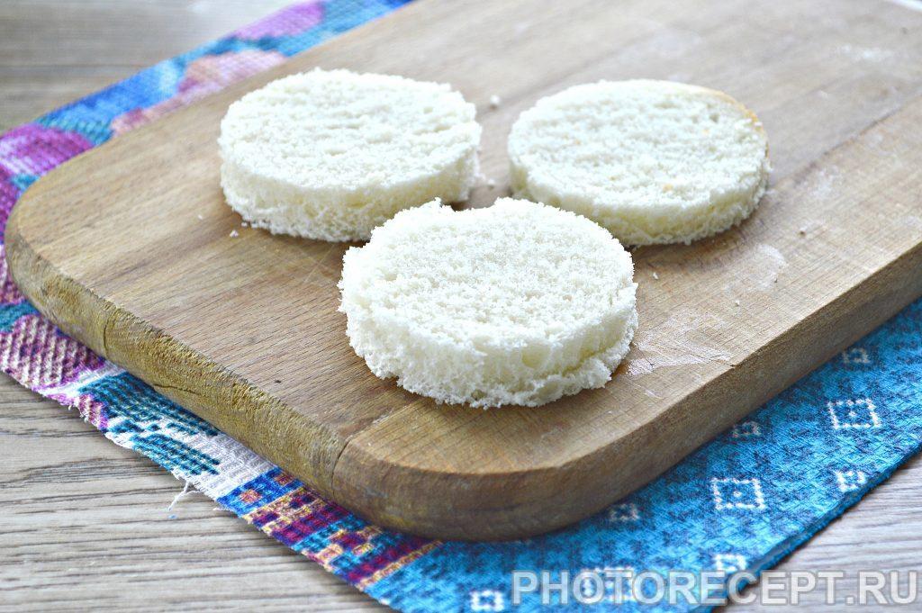 Фото рецепта - Праздничные бутерброды с киви и селедкой - шаг 1