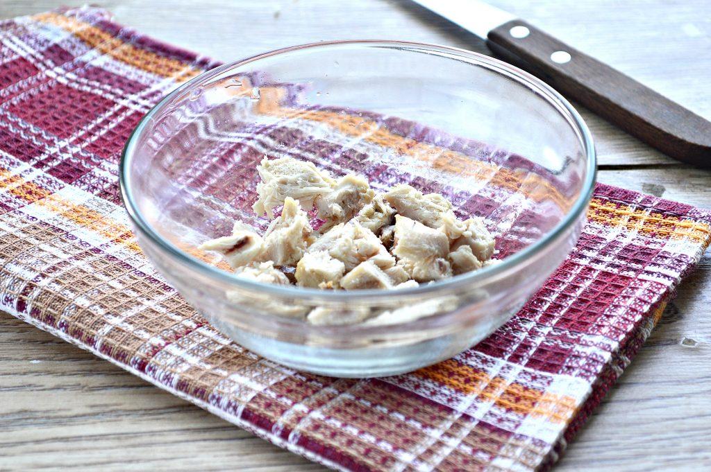 Фото рецепта - Салат с курицей, фасолью и сухариками - шаг 1