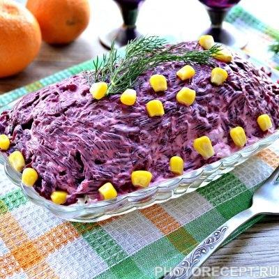 Праздничный салат «Селедка под шубой» с яблоком и яйцом - рецепт с фото