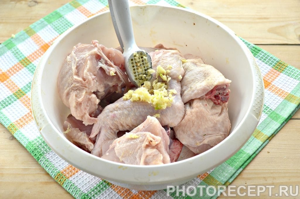 Фото рецепта - Курица, запеченная в духовке кусочками - шаг 2