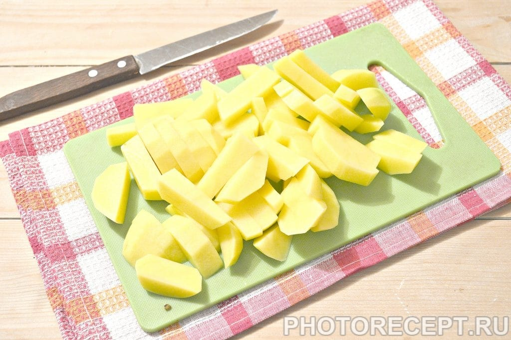Фото рецепта - Свинина, тушенная с картофелем и огурцами - шаг 3